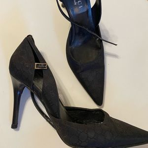 Gucci black close toed pointy heels